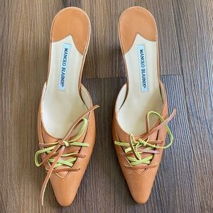 Tan brown leather lace up pointed toe kitten heels